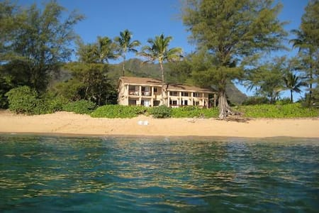 Beachfront 4 bedroom. Special rates - Hanalei