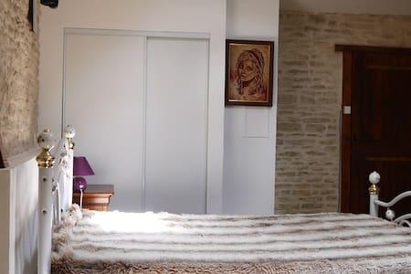 Chambre Indépendante au coeur du Marais poitevin! - Hus