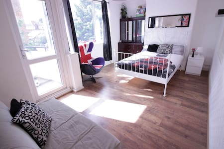 (CHA-A) LOVELY ROOM IN HOXTON WITH BALCONY FOR 4 - London - Apartment