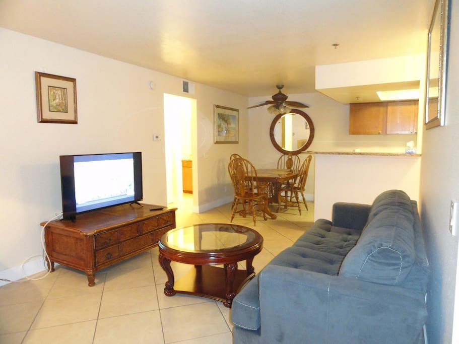 Great location 3 bed 2 full bath across from rio for Living room with 65 inch tv