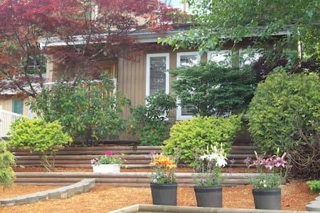 Backwoods Cottage - Port Hardy - Apartment