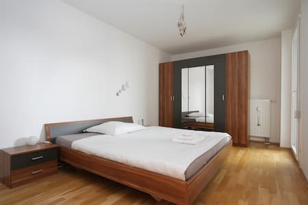 Bright and spacious room in Munich