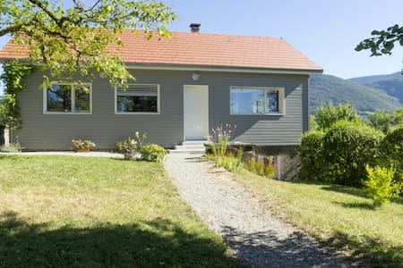 Comfortable chalet 125m2 South Jura / Amazing view - Casa