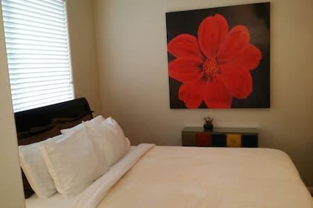 Near Napa Master Bedroom Private Bath & Shower  :) - House