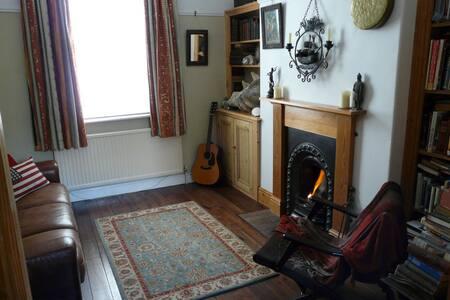 Private room near the centre of York. - York - Casa adossada
