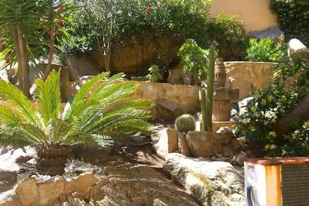 Grazioso appartamento con giardino - La Maddalena