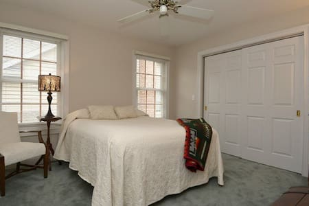 Middle Bedroom - Arlington Heights - House