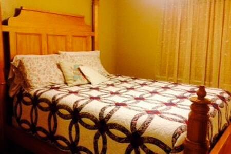 Classic Country Bedroom & Bathroom - Casa