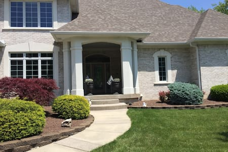 Gorgeous 7,500 Executive House w/ Indoor B-ball Ct - Indianapolis - Ház