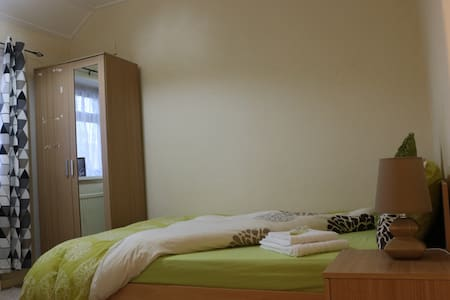 Double bedroom with parking &garden - Reading - Dom