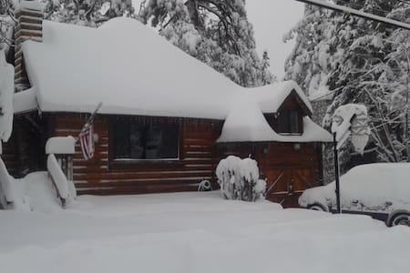 Rustic Cabin, Gorgeous-Jacuzzi-WiFi - Big Bear - 小木屋