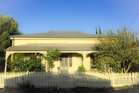 Charming Cottage, 5 mins from CBD! - House
