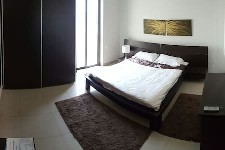 One bed penthouse, 2min from sea - Sliema - Lejlighed