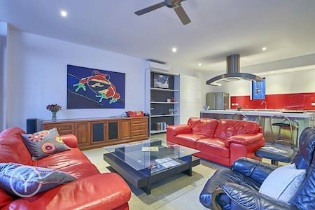 "Fremantle area ""Modern Industrial"" Luxury - Bicton - Townhouse"