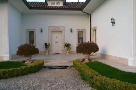 Suite in villa - San Nicola Manfredi - Villa
