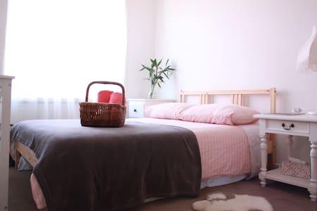 Arty Décor Apartment 10mins to CBD - Kensington - Appartement