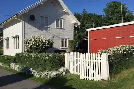 Sjarmerende hus nær strender, Fevik - Grimstad - Casa