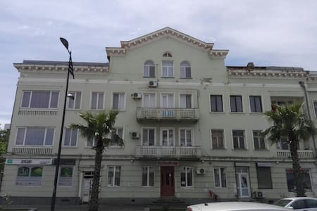 200 sm duplex in the central street - Poti - Apartment
