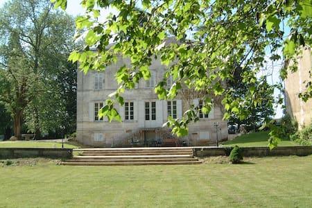 Chambre de Maison de Maitre, 10km de Brantome - Casa