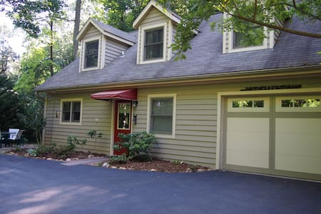 Asheville Cottage With All the Comforts of Home - Arden