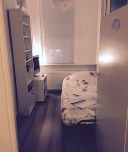 Small cozy room in Den Haag - Haia - Apartamento