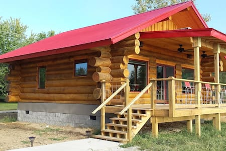 "BIG TIMBER RIVER CABINS ""The Eagle's Nest"" - Cottage"