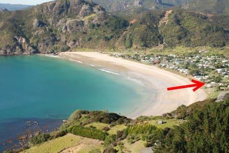 Taupo Bay Beachcomber - Hus