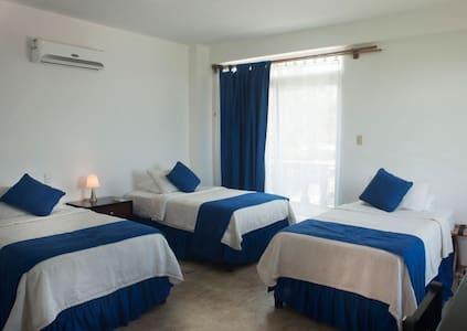 HOTEL CALLY -  DELFIN- 3 HUESPEDES - Apartamento
