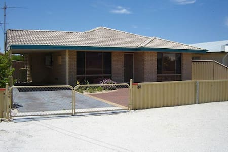 Holiday home by the bay - Jurien Bay