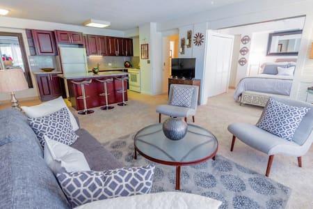 HAWAIIAN KING CONDO - Modern Hawaiian Elegance - Honolulu - Apartment