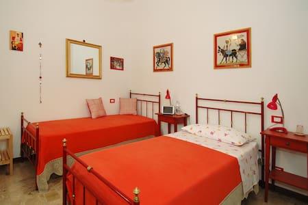 B&B Casa Certosa Room Rossa Single - Bed & Breakfast