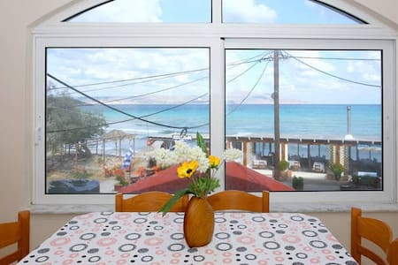 Sea view, 10 metres from Almirida sandy beach - Wohnung