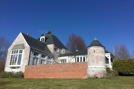 French Castle in Sturbridge - Sturbridge - House