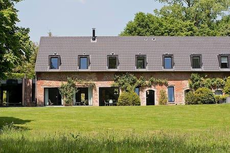 5 Luxury Rooms in Castle Park in Huldenberg - Huldenberg - Bed & Breakfast