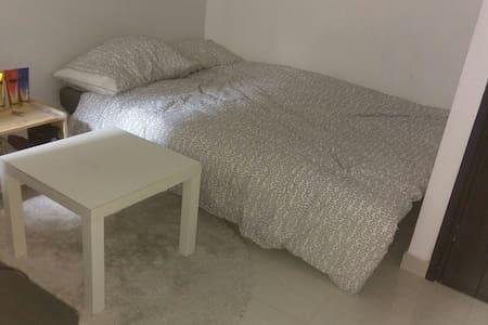 Cozy studio apartment - Sai Ying Pun