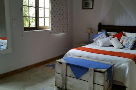 Spacious room with  bathroom - Huis