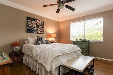 Steps from Zilker, Downtown, & SOCO - Austin - Apartment