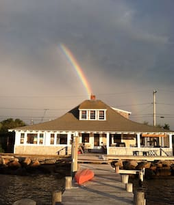 Restored NY Yacht Club Directly On The Harbor - Oak Bluffs - Bed & Breakfast