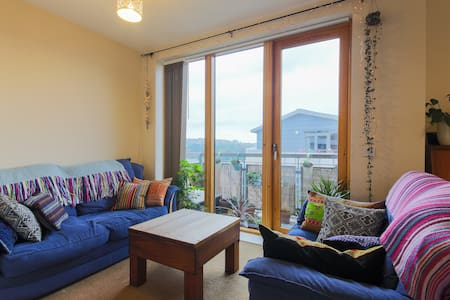 Truro city centre penthouse with free parking - Apartment