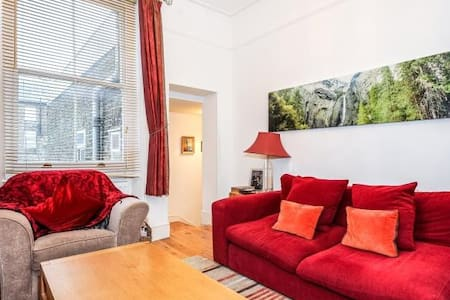 Room 15 minutes from Central London - Leilighet
