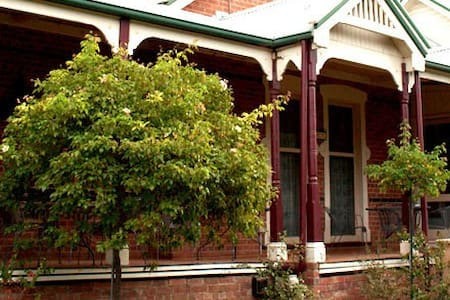 Carlyle House B&B - Bed & Breakfast