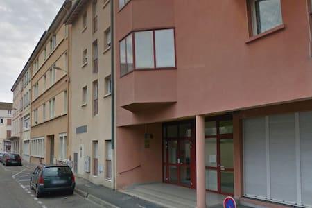 Pratique studio à côté de la gare - Bourg-en-Bresse - Appartement