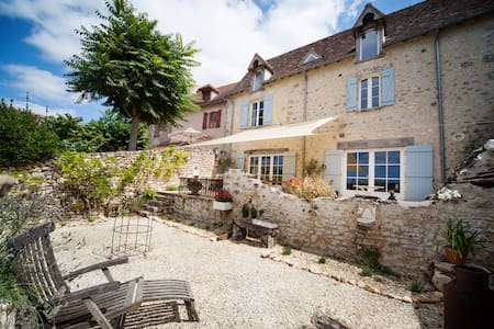 Beautiful village house with stunning views - Angles-sur-l'Anglin - Talo