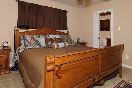Master Suite - Westside, Ridglea - Fort Worth - Dom