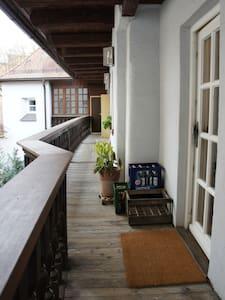 Privatzimmer im Herzen der Altstadt - Apartamento