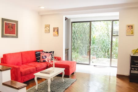 Poblado suite with garden and private kitchenette - Medellín - Apartment