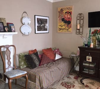 Couch Surfing at its finest! - Memphis - Bed & Breakfast