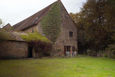 Charming 3br Cottage close to Cluny - Saint-Bonnet-de-Joux - Huis