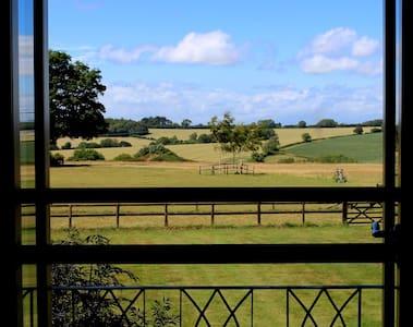 Luxury Retreat, Glebe Farm, Ashmore - Bed & Breakfast
