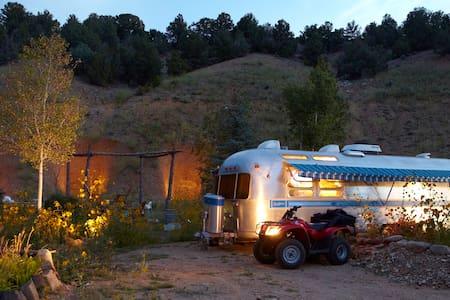 Private Airstream Mountain Getaway - El Prado - Camper/RV